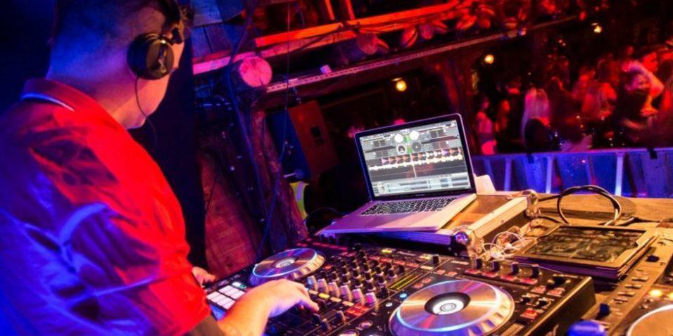 DJ: AAGE